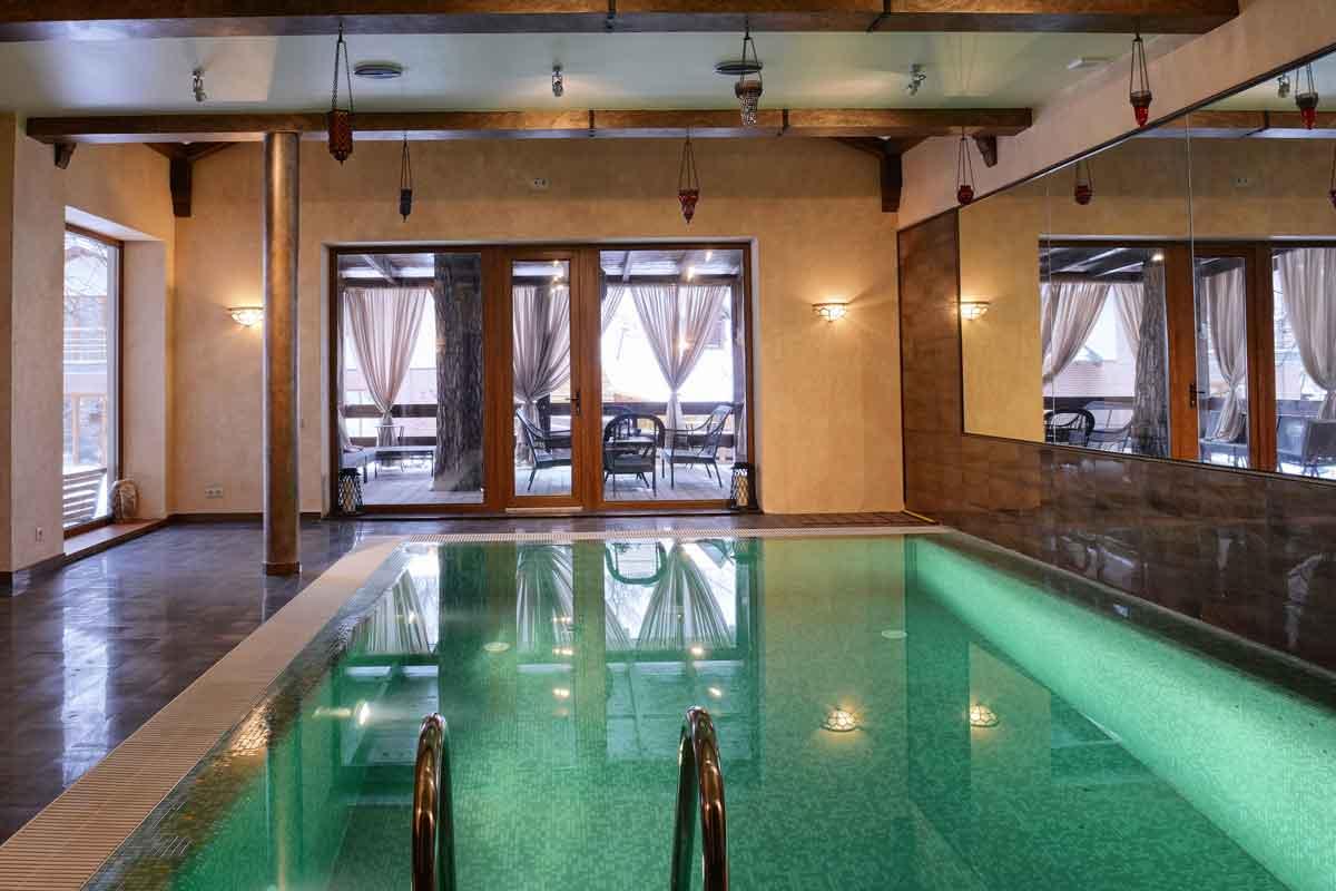 Villa met binnenzwembad Nederland